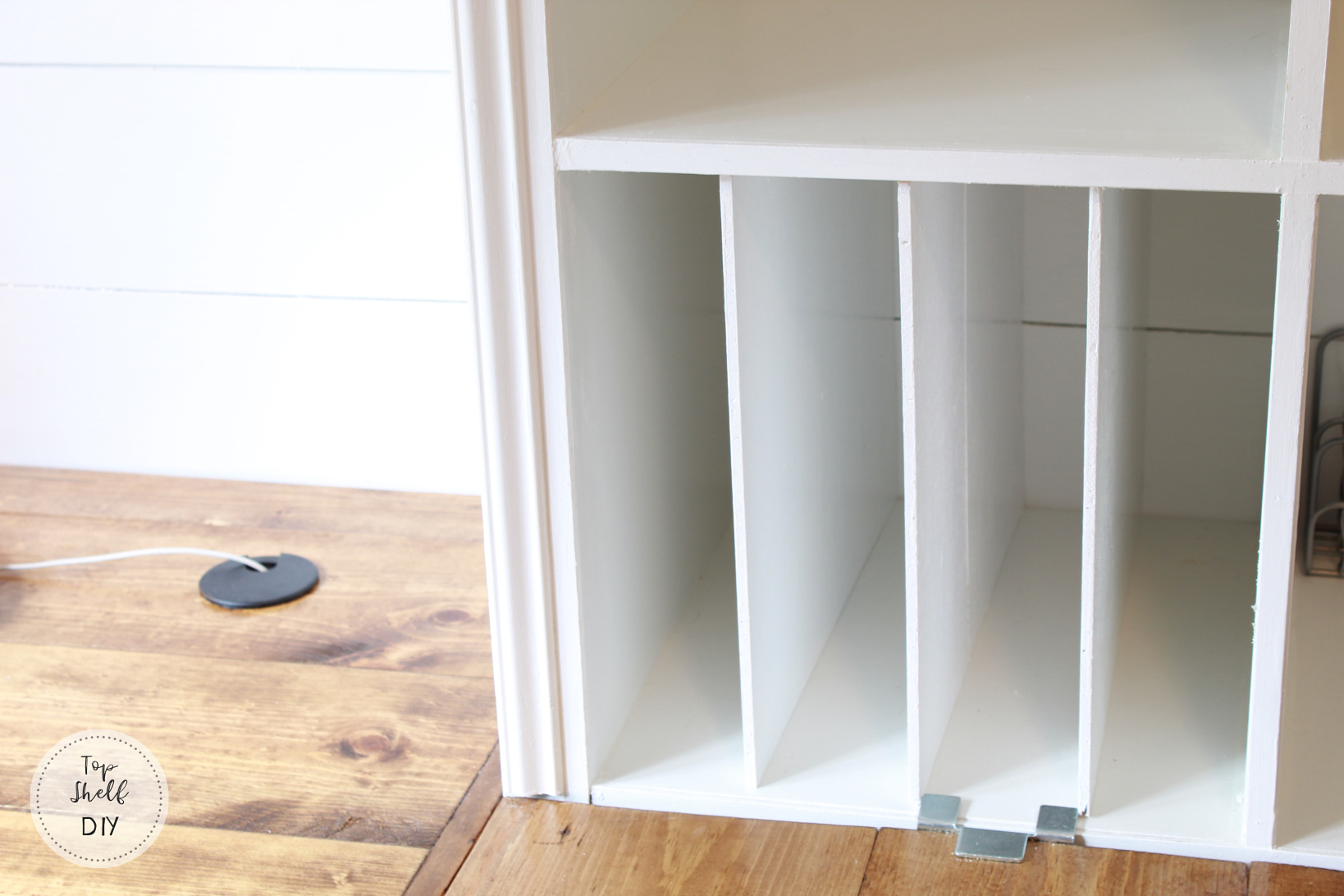 How to add dividers to your Kallax unit for extra organization! #office #diyorganization