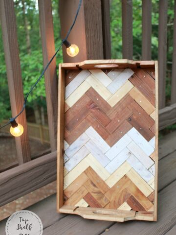 Make this herringbone tray from a repurposed wine crate! Get the full rundown here. #winecrate #repurposedwinecrate #diytray