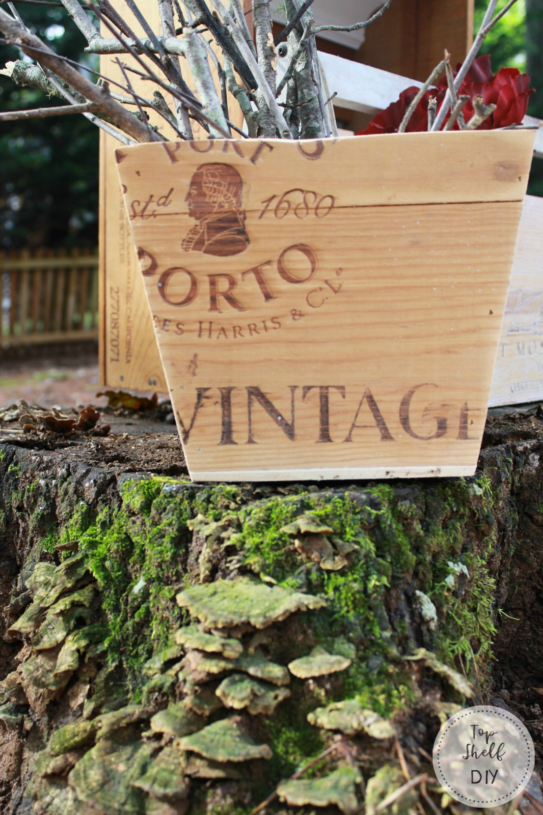Make a decorative vase out of an old wine crate! And 5 other ways to repurpose an old wine crate.