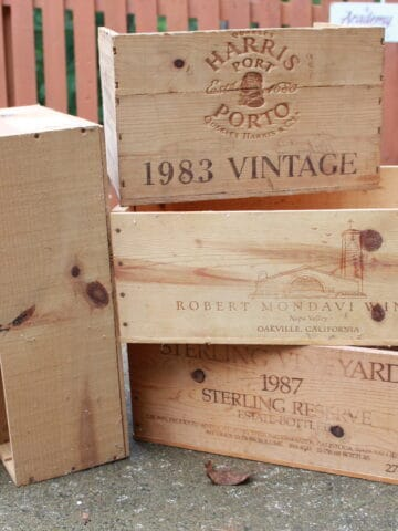Much like pallets, wine crates can be recycled and turned into beautiful vintage craft pieces. Decorate your home for all the seasons with these 6 crafts and their DIY tutorials.