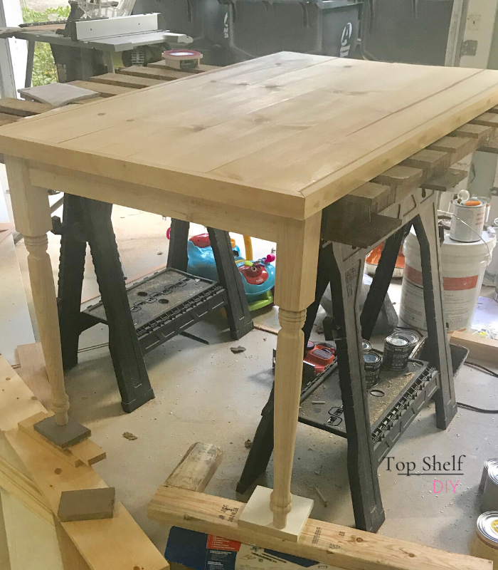 Get the scoop on this Ikea Kallax 3-unit desk, complete with free build plans, for your next DIY project!