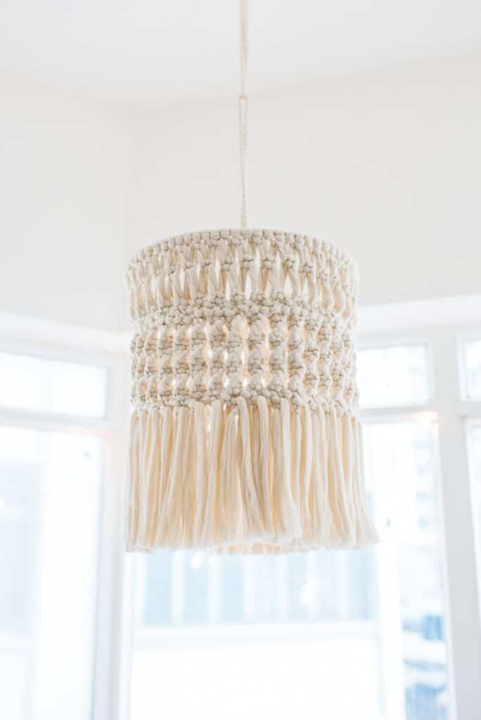 Macrame chandelier inspiration: DIY light fixture. Get the details on how to make your own macrame chandelier!