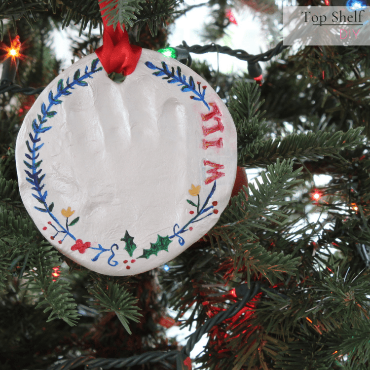 DIY air dry clay handprint ornament. Super easy to make and also beautiful. Check out all these other clay decor project ideas. #DIYChristmasDecorations #Christmasmantel #christmasdecor #magnoliaflowerdecor #magnoliacenterpiece #magnoliaflowerdecorideas