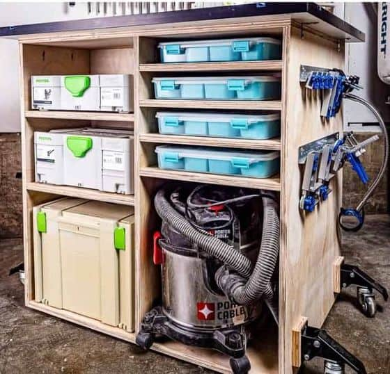 DIY Workbench from The Handyman's Daughter.
